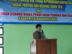 Kepala Dindikpora menyampaikan laporan peningkatan prestasi pendidikan Kabupaten Banjarnegara Tahun 2016.